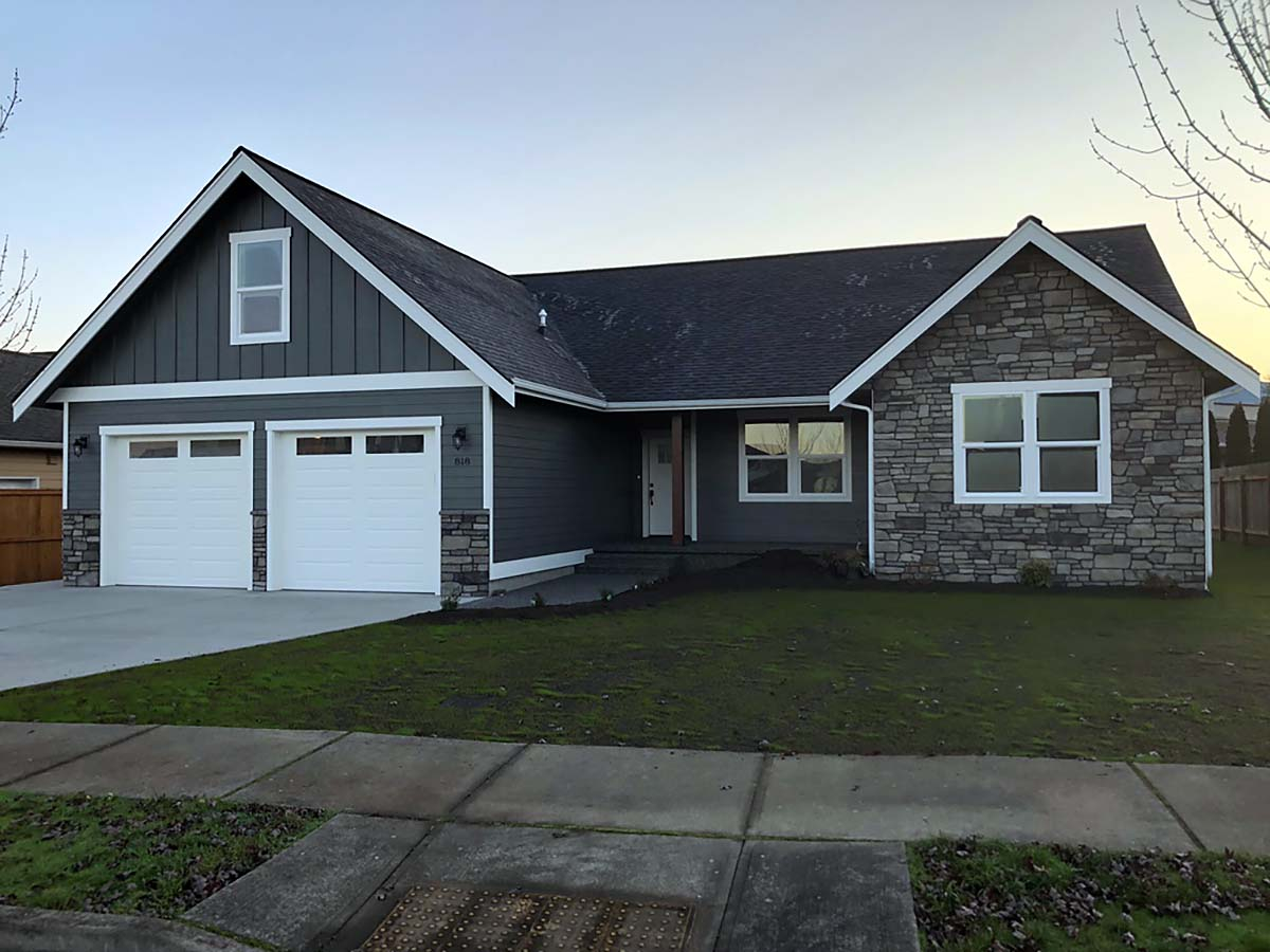 Country, Craftsman Plan with 1808 Sq. Ft., 3 Bedrooms, 2 Bathrooms, 2 Car Garage Elevation
