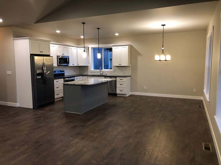 Country, Craftsman Plan with 1808 Sq. Ft., 3 Bedrooms, 2 Bathrooms, 2 Car Garage Picture 6