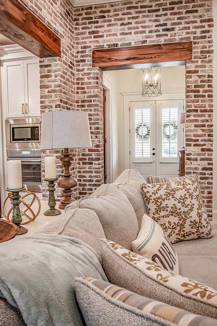 French Country, Southern Plan with 2854 Sq. Ft., 3 Bedrooms, 2 Bathrooms, 3 Car Garage Picture 9