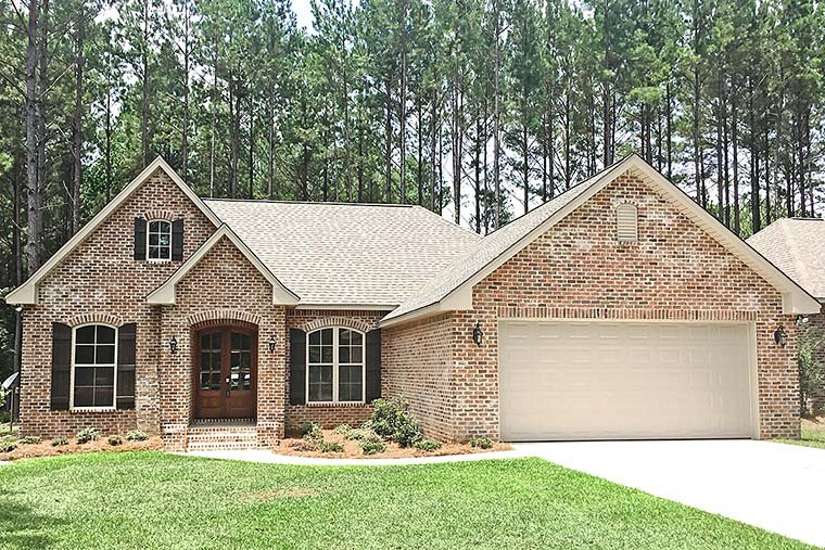 Country, French Country, Traditional Plan with 1826 Sq. Ft., 3 Bedrooms, 2 Bathrooms, 2 Car Garage Elevation