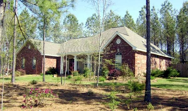 European, Ranch, Traditional Plan with 1639 Sq. Ft., 3 Bedrooms, 2 Bathrooms, 2 Car Garage Picture 2