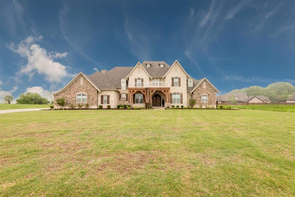 European, French Country Plan with 4392 Sq. Ft., 4 Bedrooms, 4 Bathrooms, 3 Car Garage Picture 10