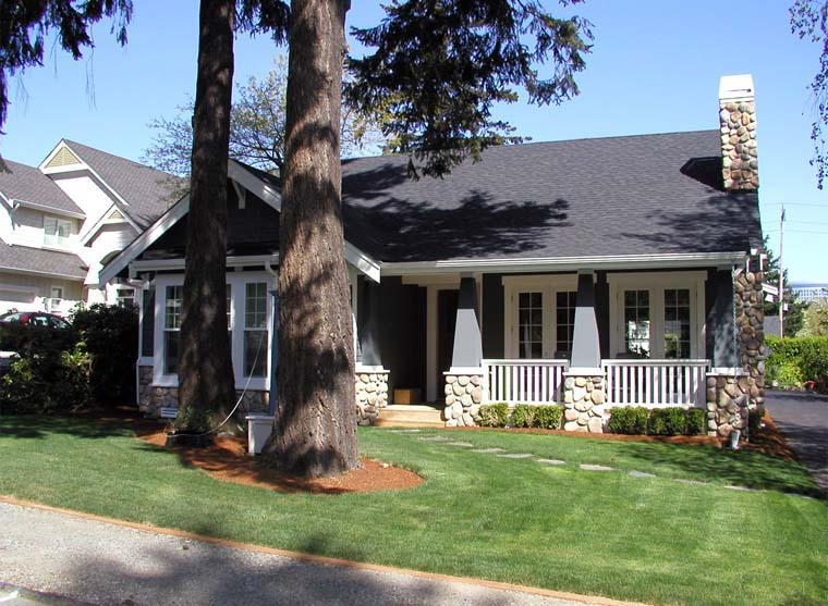 Bungalow, Craftsman Plan with 2570 Sq. Ft., 5 Bedrooms, 3 Bathrooms, 2 Car Garage Picture 6